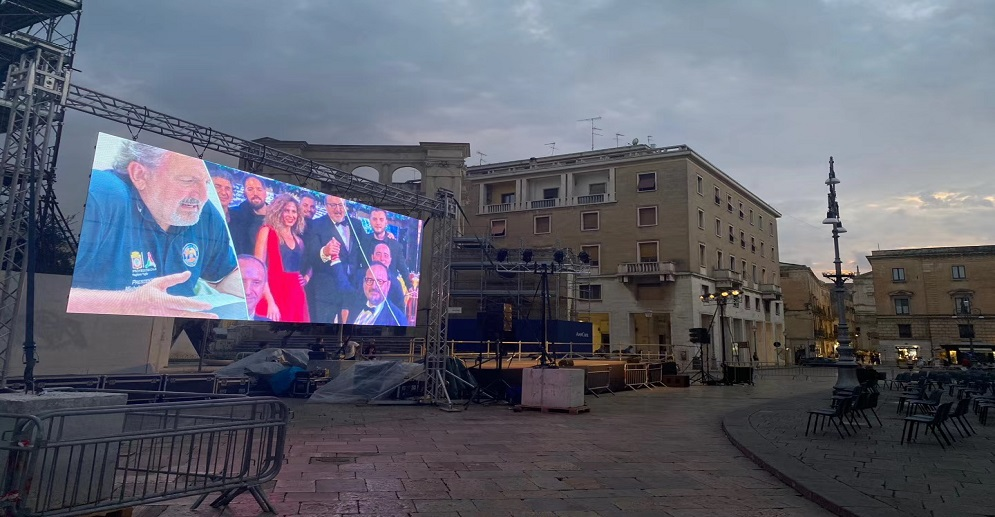 Outdoor Rental P3.91 Led Transparent Screen in Apulia